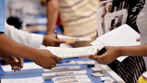 Число первичных заявок на получение пособий по безработице на прошедшей неделе составило 965 тыс.