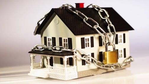 Конституционный Суд России разрешил обращать взыскание на единственное жилье