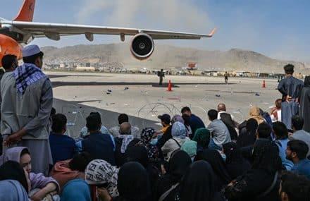 Реакция ведущих держав на «постыдные для Запада» кадры из аэропорта Кабула