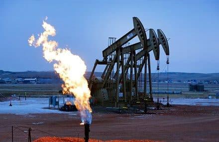Котировки цен на нефть выросли примерно на 2% из-за урагана Ида