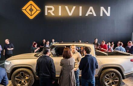 Первый серийный электропикап Rivian сошел с конвейера